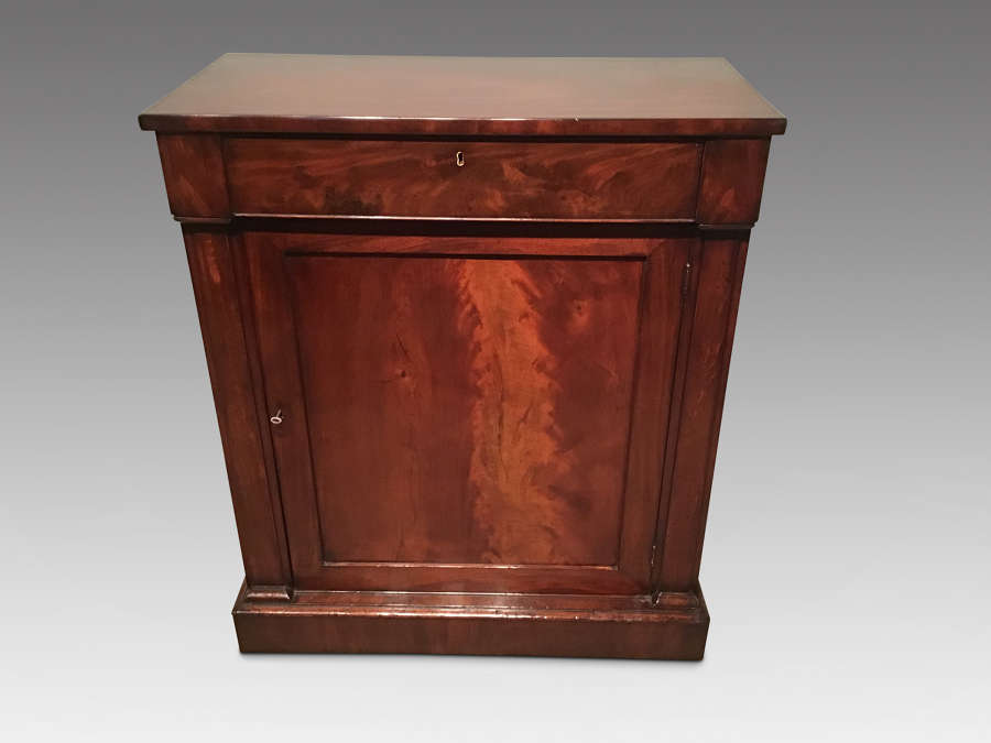 Antique mahogany sidecabinet