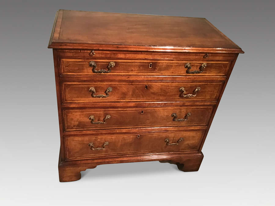 Georgian chest of drawers.