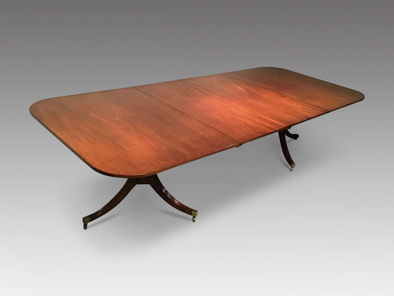 Georgian mahogany dining table